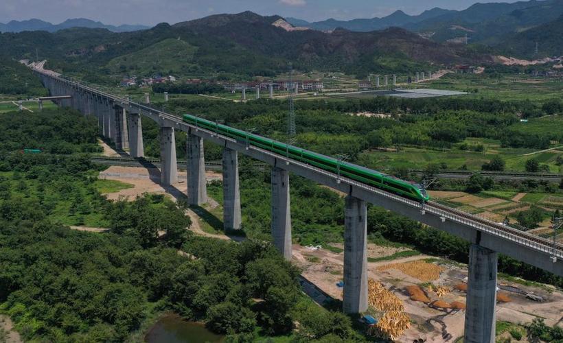 浙江开通首条自主建设运营电气化铁路