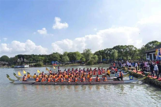 长三角龙舟邀请赛在苏州举行 68支队伍挥桨竞渡
