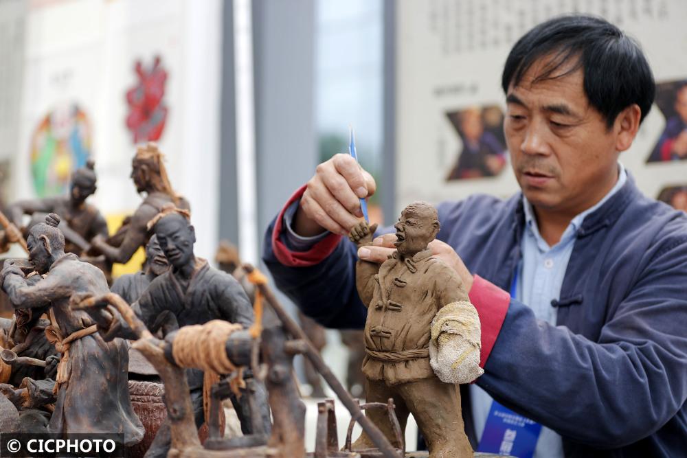 安徽:1500余件非遺精品亮相黃山